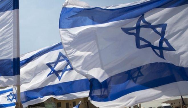 Σημαίες του Ισραήλ κυματίζουν κατά τη διάρκεια διαδήλωσης