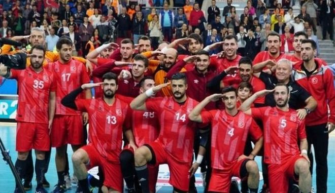Εκτός Ολυμπιακού ο Αλί Τινκίρ για το στρατιωτικό χαιρετισμό με την Τουρκία
