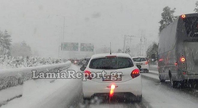 Χιονόπτωση στην εθνική οδό