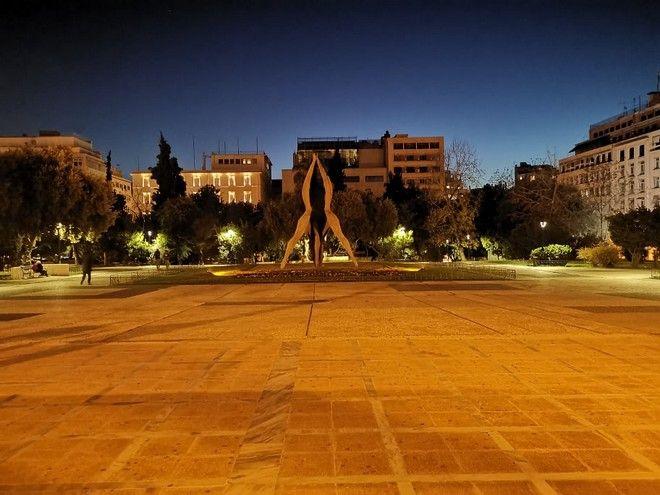 Η πλατεία Κλαυθμώνος