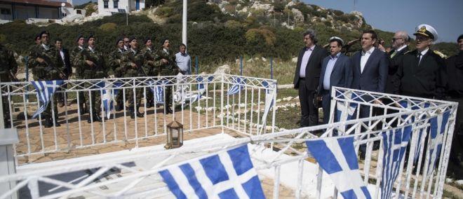 Ο Αλέξης Τσίπρας απέτισε φόρο τιμής στο μνημείο της Κυράς της Ρω