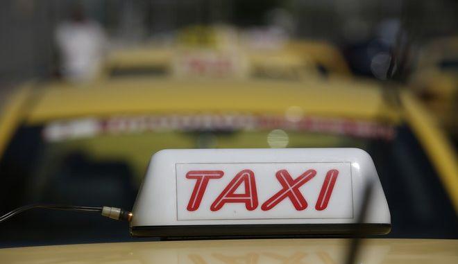 Διαμαρτυρία οδηγών ταξί στο υπουργείο Μεταφορών την Πέμπτη 13 Ιουλίου 2017. (EUROKINISSI/ΣΤΕΛΙΟΣ ΜΙΣΙΝΑΣ)