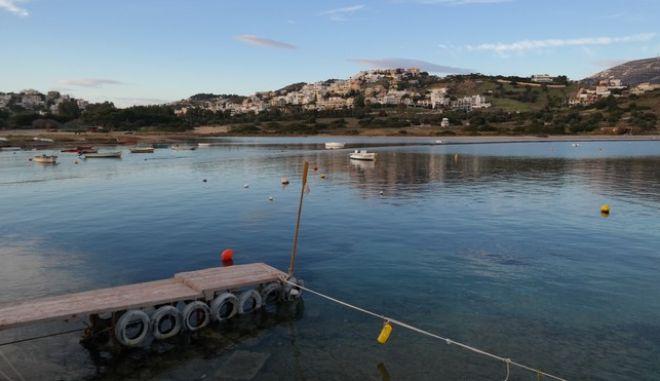 Στιγμιότυπο από την παραλία Αγίου Νικολάου στην Ανάβυσσο