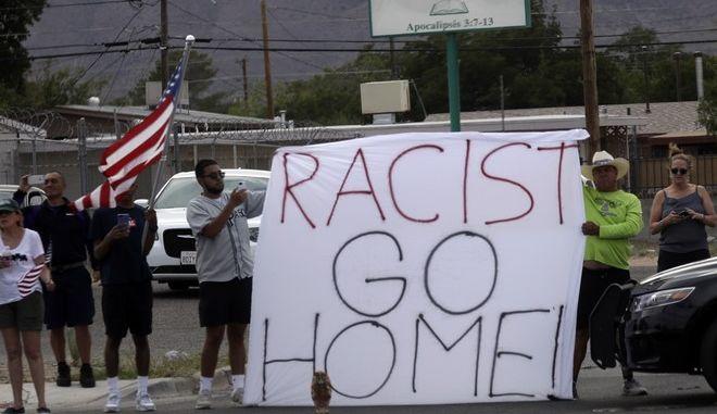 Διαδηλωτές μετά την επίθεση στο Ελ Πάσο, Τέξας