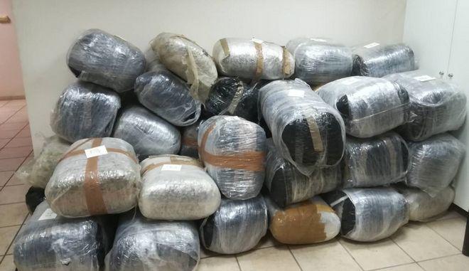 Θεσπρωτία: Τον έπιασαν να μεταφέρει 424 κιλά χασίς με ταχύπλοο