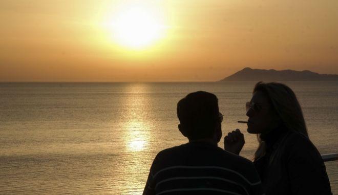 Ηλιοβασίλεμα στην παραλία του Λόγκα στην Κέρκυρα