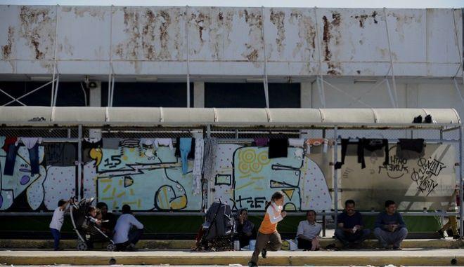 Στιγμιότυπα από τις εγκαταστάσεις του παλιού αεροδρομίου στο Ελληνικό,όπου διαμένουν περίπου 6.000 πρόσφυγες και μετανάστες στην πλειονότητά τους Αφγανοί,Τετάρτη 13 Απριλίου 2016 (EUROKINISSI/ΤΑΤΙΑΝΑ ΜΠΟΛΑΡΗ)