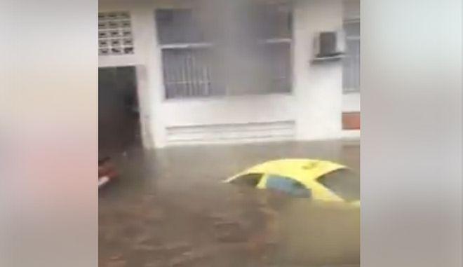 Αποκαλυπτικές εικόνες στον Περισσό: Βούλιαξαν αυτοκίνητα, πλημμύρισαν σπίτια