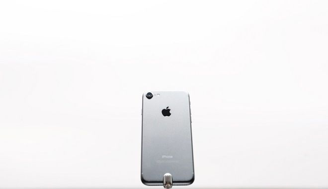 SAN FRANCISCO, CA - SEPTEMBER 07: An Apple iPhone 7 is seen during a launch event on September 7, 2016 in San Francisco, California. Apple Inc. unveiled the latest iterations of its smart phone, the iPhone 7 and 7 Plus, the Apple Watch Series 2, as well as AirPods, the tech giant's first wireless headphones. (Photo by Stephen Lam/Getty Images)