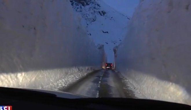 Στις γαλλικές Άλπεις έχει δημιουργηθεί ένας λαβύρινθος από πάγο