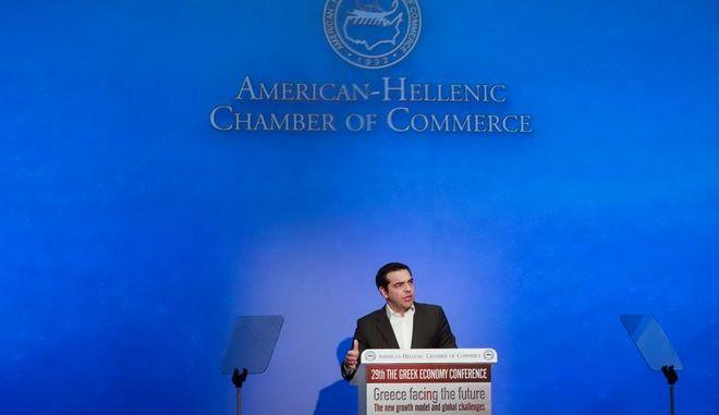 Στιγμιότυπο από τηυν ομιλία του Πρωθυπουργού Αλέξη Τσίπρα στο συνέδριο του Ελληνοαμερικανικού Επιμελητηρίου