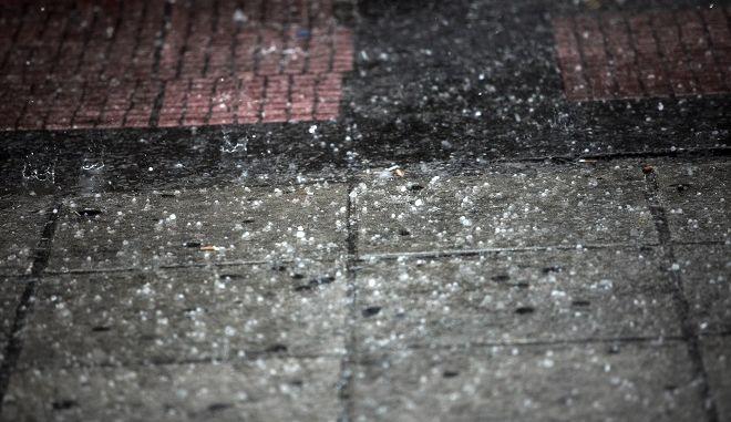 Δυνατή καταιγίδα με χαλαζόπτωση στο κέντρο της Αθήνας