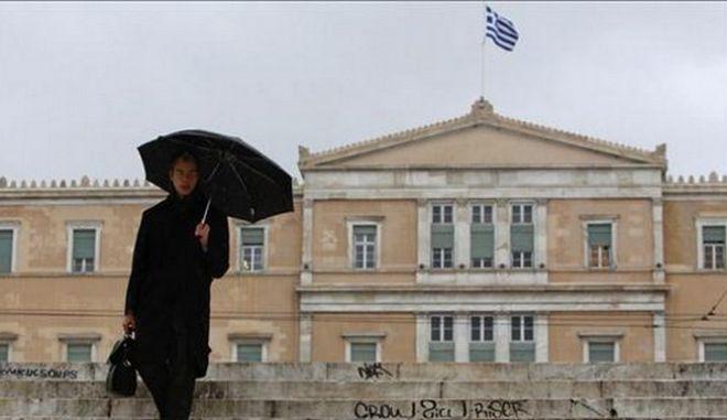 Βουλή: Το υψηλό ελληνικό χρέος θα οδηγήσει σε υψηλότερη φορολογία