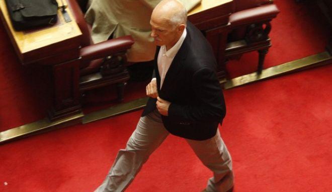 Συζήτηση επικαιρων ερωτήσεων στη Βουλή την Τρίτη 2 Οκτωβρίου 2012.  (EUROKINISSI/ΓΙΩΡΓΟΣ ΚΟΝΤΑΡΙΝΗΣ)