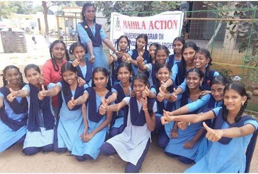 Ανοίγοντας σχολεία στη χώρα των αναλφάβητων
