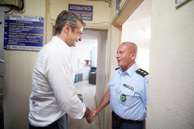 Ο Κ. Μητσοτάκης στην αστυνομική διεύθυνση Κορινθίας