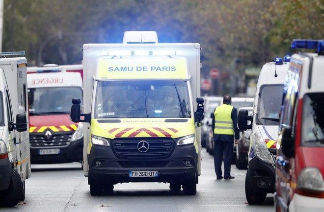 Ασθενοφόρο στο σημείο της επίθεσης κοντά στα παλιά γραφεία του Charlie Hebdo,που είχε ως αποτέλεσμα τον τραυματισμό 4 ανθρώπων.