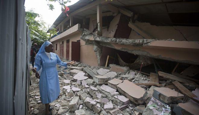 Σεισμός μεγέθους 5,9 βαθμών Ρίχτερ σημειώθηκε στην Αϊτή προκαλώντας 14 νεκρούς, εκατοντάδες τραυματίες και εκτεταμένες καταστροφές στα βόρεια της χώρας.