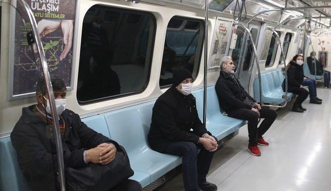 Το μετρό στην Κωνσταντινούπολη εν μέσω πανδημίας κορονοϊού