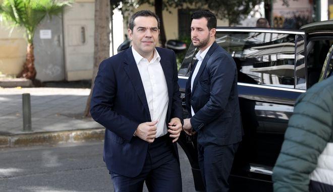 Ο Αλέξης Τσίπρας κατά την είσοδό του στη Συνεδρίαση Π.Γ. ΣΥΡΙΖΑ.