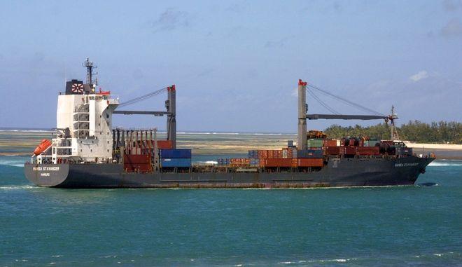 Φορτηγό πλοίο στη θάλασσα (φωτογραφία αρχείου)