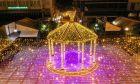 Εντυπωσιακές εικόνες: Η Λαμία έβαλε τα γιορτινά της και πλημμύρισε φως