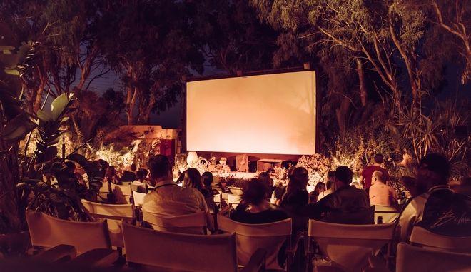 Κορονοϊός: Τέλος οι συναυλίες - Τι ισχύει από σήμερα για θέατρα και σινεμά