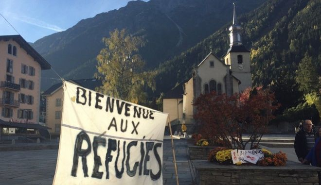"""A banner set up in the main square of Chamonix, French Alps, reads : """"Welcome to Refugees"""" two days before the dismantling of a migrants camp known as """"the jungle"""" in Calais, Saturday, Oct. 22, 2016. French authorities say the closure of the slum-like camp, in Calais, northern France, will start on Monday and will last approximatively a week in what they describe as a """"humanitarian"""" operation. According to officials at France's Interior ministry, all of the 6,486 migrants will be offered relocation, either in reception centers across the country or abroad. (AP Photo/Bertrand Combaldieu)"""
