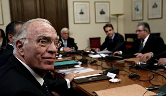Συμβούλιο πολιτικών αρχηγών για το θέμα του ΔΝΤ ζητά ο Λεβέντης