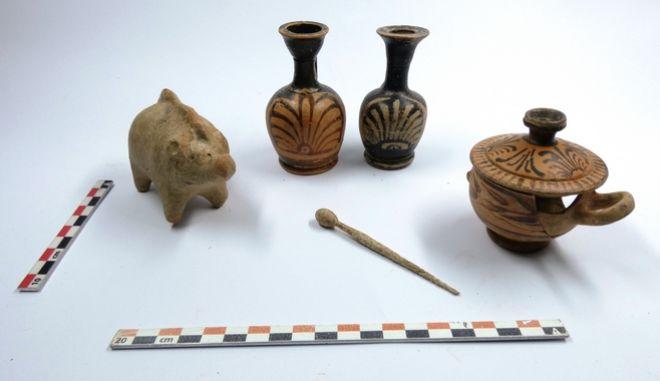 Ανασκαφή νεκροταφείου προϊστορικών και ιστορικών χρονων στο Αλιβέρι