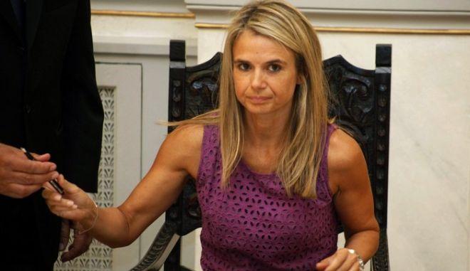Ανεξαρτητοποιήθηκε με επιστολή της πρίν από λίγο η βουλευτής του ΠΑΣΟΚ,διαφωνώντας με την επιλογή του Πρωθυπουργού για δημοψήφισμα,Τρίτη 1 Νοεμβρίου 2011// ΦΩΤΟΓΡΑΦΙΑ ΑΡΧΕΙΟΥ (EUROKINISSI/ΓΙΩΡΓΟΣ ΚΟΝΤΑΡΙΝΗΣ)