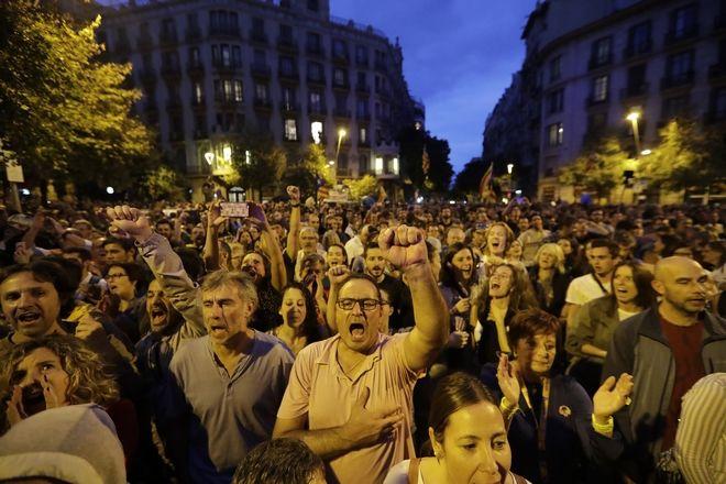 Ισπανία Το Καταλανικό κι η εκταφή του Φράνκο εκτοξεύουν τα ποσοστά του ακροδεξιού Vox