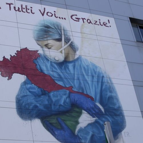 Γκράφιτι στο νοσοκομείο του Μπέργκαμο