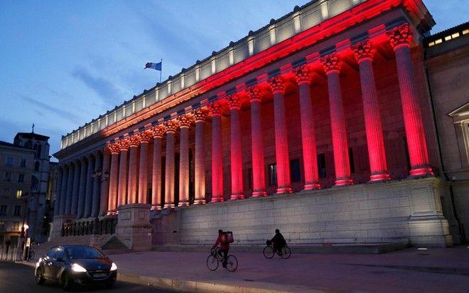 Στα χρώματα της Βελγικής σημαίας κτήρια σε όλο τον κόσμο, μεσίστιες οι σημαίες