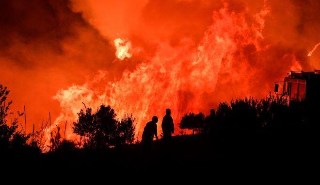 Επιχείρηση κατάσβεσης φωτιάς.Φωτογραφία αρχείου.