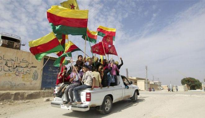 Δεν αναγνωρίζεται από τις ΗΠΑ η 'αυτόνομη ζώνη' των Κούρδων της Συρίας