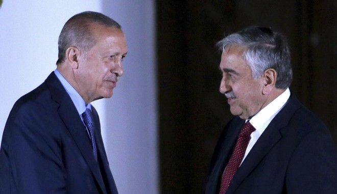 Ο Τούρκος πρόεδρος Ρετζέπ Ταγίπ Ερντογάν και ο Τουρκοκύπριος ηγέτης Μουσταφά Ακιντζί στη Λευκωσία τον Ιούλιο του 2018
