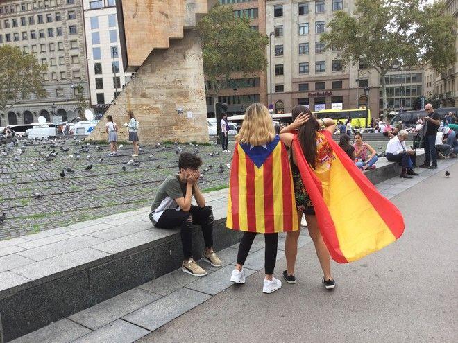 Στη Βαρκελώνη, ένα τεράστιο πανό σε υποδέχεται στην Δημοκρατία της Καταλονίας