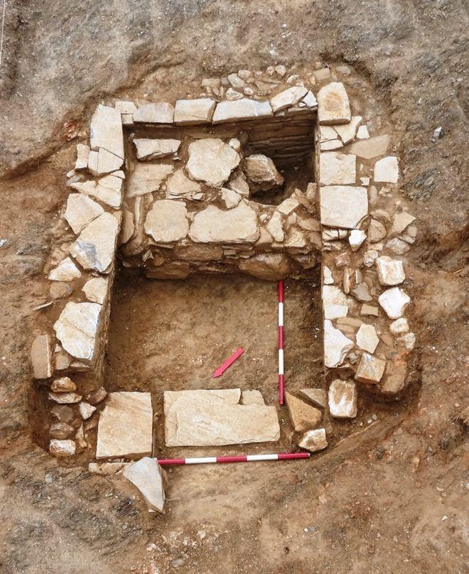 Ανασκαφή νεκροταφείου προϊστορικών και ιστορικών χρόνων στο Αλιβέρι