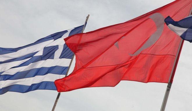 Φωτό αρχείου: Οι σημαίες Ελλάδας και Τουρκίας