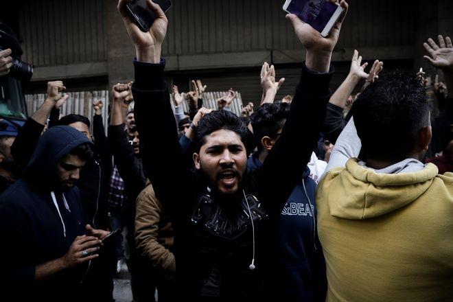 Διαμαρτυρία μεταναστών Πακιστανικής καταγωγής στο Α.Τ. Ομονοίας ενάντια στη σύλληψη ατόμου