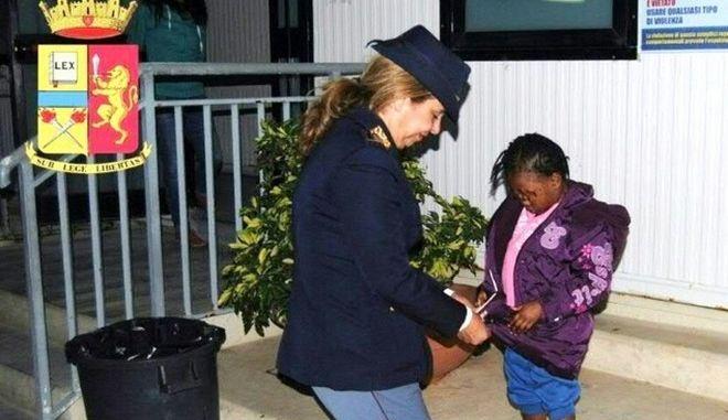 Ιταλία: Η 4χρονη Ούμο από την Ακτή Ελεφαντοστού επανενώθηκε με τη μητέρα της