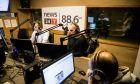 Ο Γιάνης Βαρουφάκης στο στούντιο του News 24/7 στους 88,6
