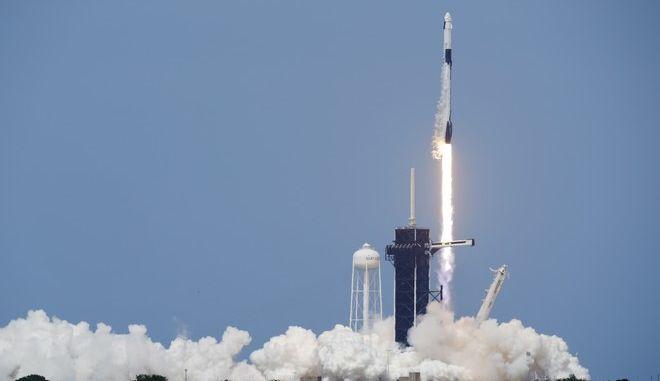 Η εκτόξευση του SpaceX Falcon 9 με τους αστροναύτες της NASA