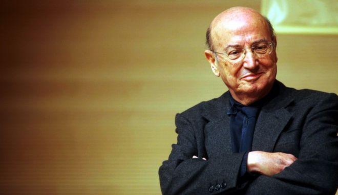 Απεβίωσε σε ηλικία 77 χρόνων ο σκηνοθέτης Θεόδωρος Αγγελόπουλος.Κατέληξε το βράδυ της Τρίτης στο νοσοκομείο όπου νοσηλευόταν έπειτα από τροχαίο που σημειώθηκε στην Δραπετσώνα, όπου πραγματοποιούσε γυρίσματα για τη νέα του ταινία (φωτογραφία αρχείου) Τετάρτη 25 Ιανουαρίου 2012 (EUROKINISSI/ΒΑΣΙΛΗΣ ΒΕΡΒΕΡΙΔΗΣ)