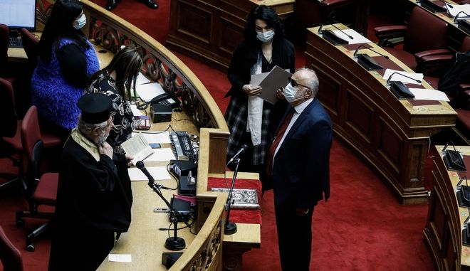 Ορκωμοσία του βουλευτή του ΣΥΡΙΖΑ Παναγιώτη Κουρουμπλή, στην Ολομέλεια της Βουλής.