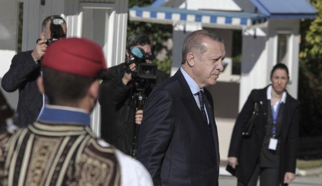 Κατάθεση στεφάνου από τον Πρόεδρο της Τουρκίας Ρετζέπ Ταγίπ Ερντογάν στο Μνημείο του Άγνωστου Στρατιώτη την Πέμπτη 7 Δεκεμβρίου 2017. (EUROKINISSI/ΣΩΤΗΣΡΗΣ ΔΗΜΗΤΡΟΠΟΥΛΟΣ)