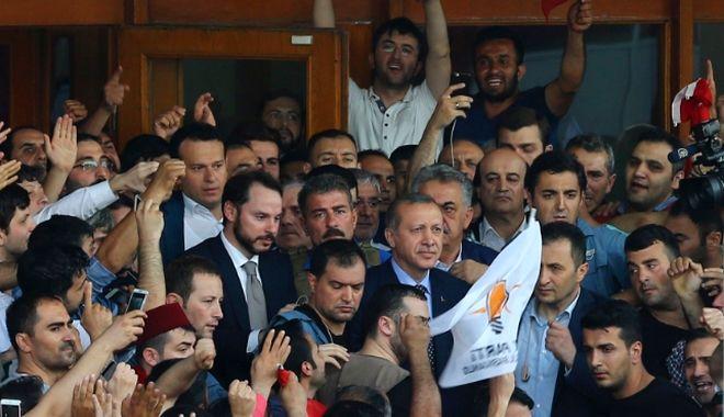 Η εκδίκηση του Ερντογάν. Συλλήψεις, βία και φόβος για την επόμενη μέρα