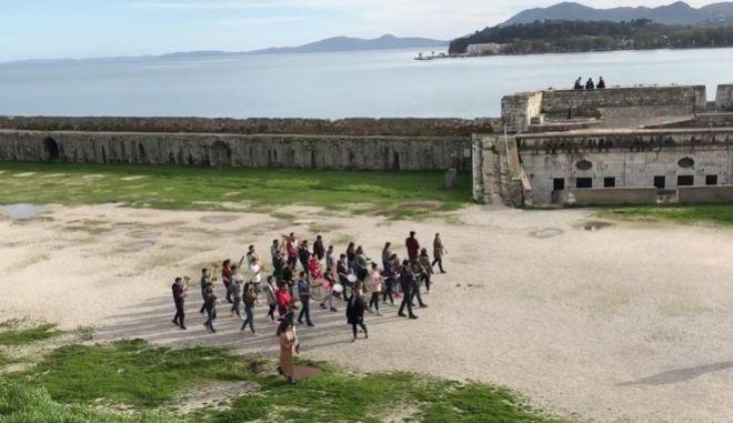 Επικό: Μπάντα 'παρελαύνει' σε φρούριο της Κέρκυρας παίζοντας τον ύμνο του Game of Thrones