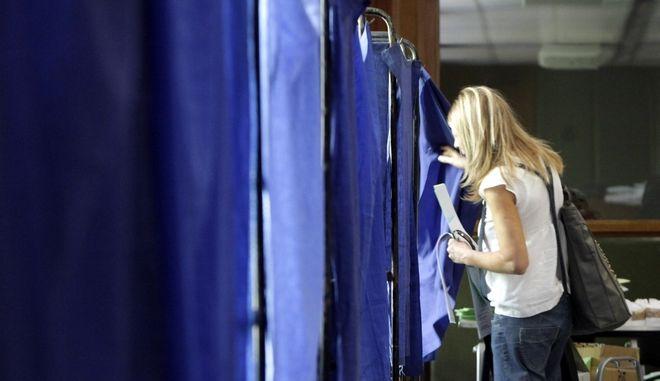 Στιγμιότυπο από την εκλογική διαδικασία για την εκλογή νέας διοίκησης στην ΕΣΗΕΑ, την Τετάρτη 19 Ιουνίου 2013. (EUROKINISSI/ΓΕΩΡΓΙΑ ΠΑΝΑΓΟΠΟΥΛΟΥ)